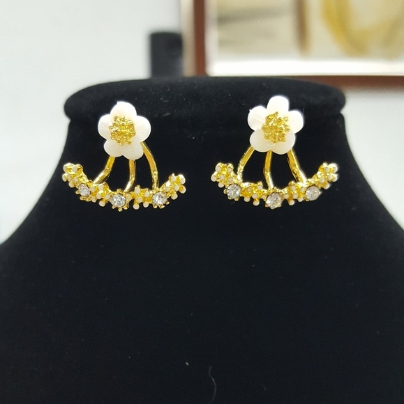 Jewelry goldfilled white flower earrings poshmark goldfilled white flower earrings mightylinksfo
